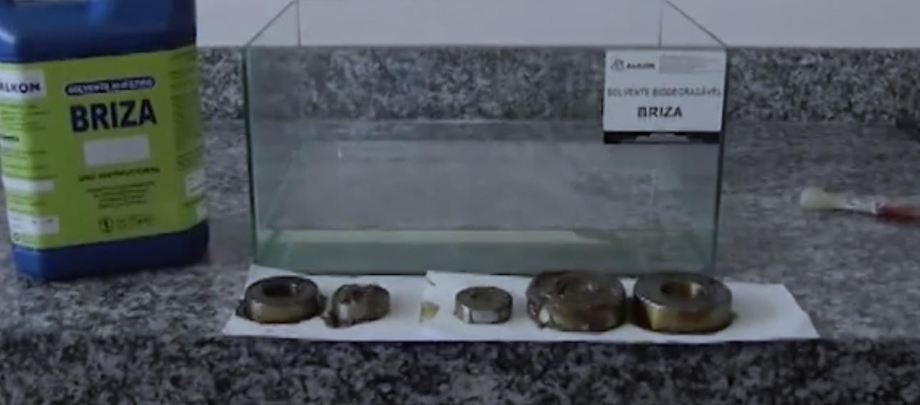 emoção de graxa e óleo de rolamentos utilizando o Solvente Biodegradável